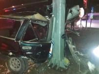 SERVERGAZI - Kamyona Çarpan Otomobil İkiye Bölündü Açıklaması 1 Ölü, 1 Yaralı