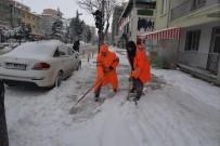 Karla Mücadele Çalışmaları İle Kaldırım Ve Yollar Temizlendi