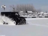 Kenan Sofuoğlu'ndan kar üzerinde drift gösterisi