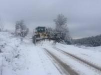 CENGIZ ERGÜN - Manisa'da Karla Mücadele Ekipleri Gece-Gündüz Çalışıyor
