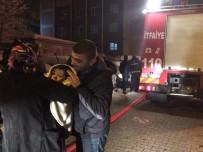 TÜP PATLADI - Apartmanda Çıkan Yangın Vatandaşları Sokağa Döktü