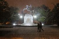 HAVA SICAKLIKLARI - Samsun'da Yoğun Kar Yağışı