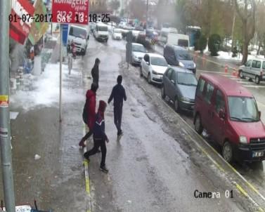 Düşen kar kütlesinden böyle kurtuldular
