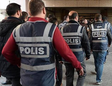 Adana'da 35 polis FETÖ'den gözaltına alındı