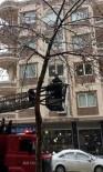 MİMAR SİNAN - Ağaçta Mahsur Kalan Kedi Kurtarıldı