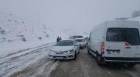 KAR LASTİĞİ - Besni İlçesinde Kar Yağışı Hayatı Olumsuz Etkiledi