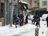 İŞ MAKİNASI - Biga Belediyesi Karla Mücadele Çalışmalarını Sürdürüyor