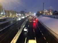 GİZLİ BUZLANMA - Buzlanma Nedeniyle Sürücüler Zor Anlar Yaşadı