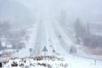 FERİBOT SEFERLERİ - Çanakkale'de Kar Etkili Olmaya Devam Ediyor