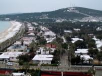 ALAÇATı - Çeşme'nin Ünlü Plajı Beyaza Büründü