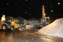 Darıca'da Kar Yağışına Yönelik Çalışmalar Devam Ediyor