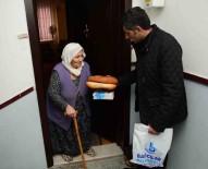 BAĞCıLAR BELEDIYESI - Evinden Çıkamayan Engelli Ve Yaşlılara Ekmek Ve Süt Yardımı