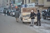 Hakkari'de Yol Tuzlama Çalışması