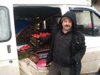 PAZARCI ESNAFI - Hisarcık'ta Pazarcı Esnafı Soğuktan Tezgah Açamadı