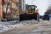 İlçe Halk Pazarı Kardan Temizlenerek Hazır Hale Getirildi