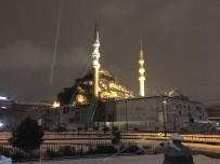 GALATA - İstanbul'da Kar Yağışı Sürüyor