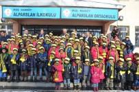 SIYAH BEYAZ - İstanbul'dan Hasköy'e Giyim Yardımı