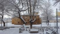 Kar Nedeni İle Kapanan 117 Köy Yolunda Açma Çalışmaları Sürüyor