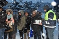 KÜÇÜKKÖY - Karda İşe Giden İstanbullulara Sıcak Çorba Servisi