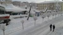 Kaynarca İlçesinde Kar Kalınlığı 1 Metreye Ulaştı