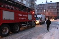 Kütahya'da Çıkan Yangında 2 Kişi Dumandan Etkilendi