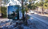 GİZLİ BUZLANMA - Mersin'de Yolcu Otobüsü Devrildi Açıklaması 9 Yaralı
