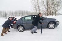 MUNZUR ÇAYı - Ovacık'ta Yollar Buz Pistine Döndü