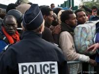 MÜSAMAHA - Paris Polisinden Mültecilere Kötü Muamele