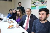 ÖĞRENCILIK - Rektörden Öğrencilere Çay-Simit