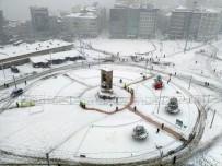 TAKSIM MEYDANı - Taksim Meydanı'nda Seyrine Doyumsuz Manzara