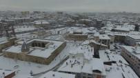 Üç Medeniyetin İzlerini Taşıyan Meydan Kar Görüntüsüyle Büyüledi