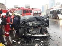 LÜKS OTOMOBİL - E-5'Te Otomobil Yolcu Otobüsüne Çarptı Açıklaması 2 Yaralı