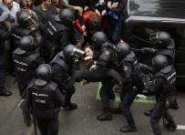 GÖZ YAŞARTICI GAZ - İspanya'da Polisle Referandum Çatışması