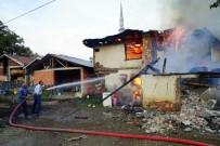 Kastamonu'da Çıkan Yangında İki Aile Evsiz Kaldı