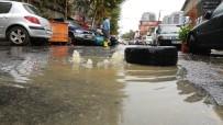 YAVRU KEDİ - Mahalleyi Lağım Suyu Bastı, Vatandaşlar İsyan Etti