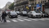ARAÇ PLAKASI - Paris'te Sürücüler Araba Kullanma Yasağını İhlal Etti