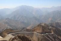 Sınır Güvenliği İçin Dağlar Patlatılıyor