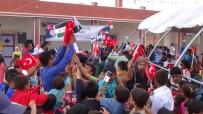 Suriye'de Bayrak İzdihamı