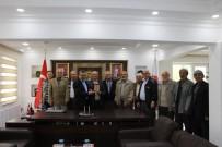 MUSTAFA YAVUZ - Başkan Tutal'a Vatandaşlardan Teşekkür Plaketi