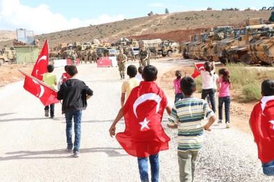 Çocuklardan sınırdaki Mehmetçiğe Türk Bayrağı