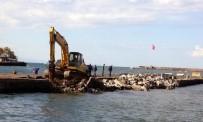 Hasarlı Olan Bozhane Limanı Onarılıyor