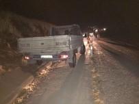 HASANCıK - Kamyonet Şarampole Yuvarlandı Açıklaması 2 Yaralı