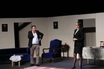 İPEK TENOLCAY - 'Kocamın Nişanlısı'Na Bergama'da Yoğun İlgi