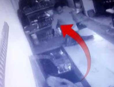Korkunç cinayet an be an kamerada: Kurşun yağdırdı!