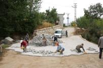 Bitlis'te Parke Taşı Döşeme Çalışması