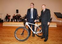 ÖZEL TASARIM - Cumhurbaşkanı Erdoğan'dan Sırp Mevkidaşına Özel Tasarım Bisiklet Hediyesi
