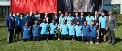 Demirören, Ampute Futbol Milli Takımı ile bir araya geldi