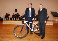 ÖZEL TASARIM - Erdoğan'dan Sırp Mevkidaşına Özel Tasarım Bisiklet Hediyesi