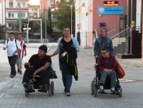 ÇANAKKALE BELEDİYESİ - Okulda Mahsur Kalan Engelli Öğrencileri İtfaiye Kurtardı