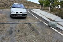 İSTİMLAK - 'Tapulu Arsam' Dediği Köy Yolunu Demir Borularla Kapattı